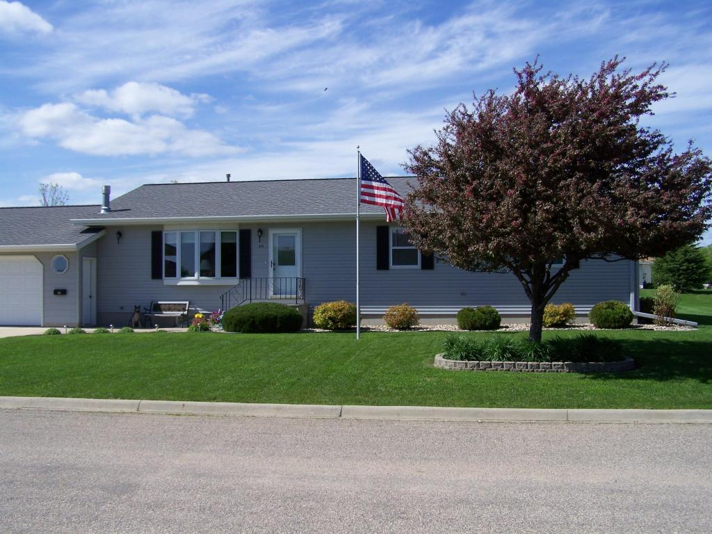 809 Golf View Dr, Clear Lake, SD 57226