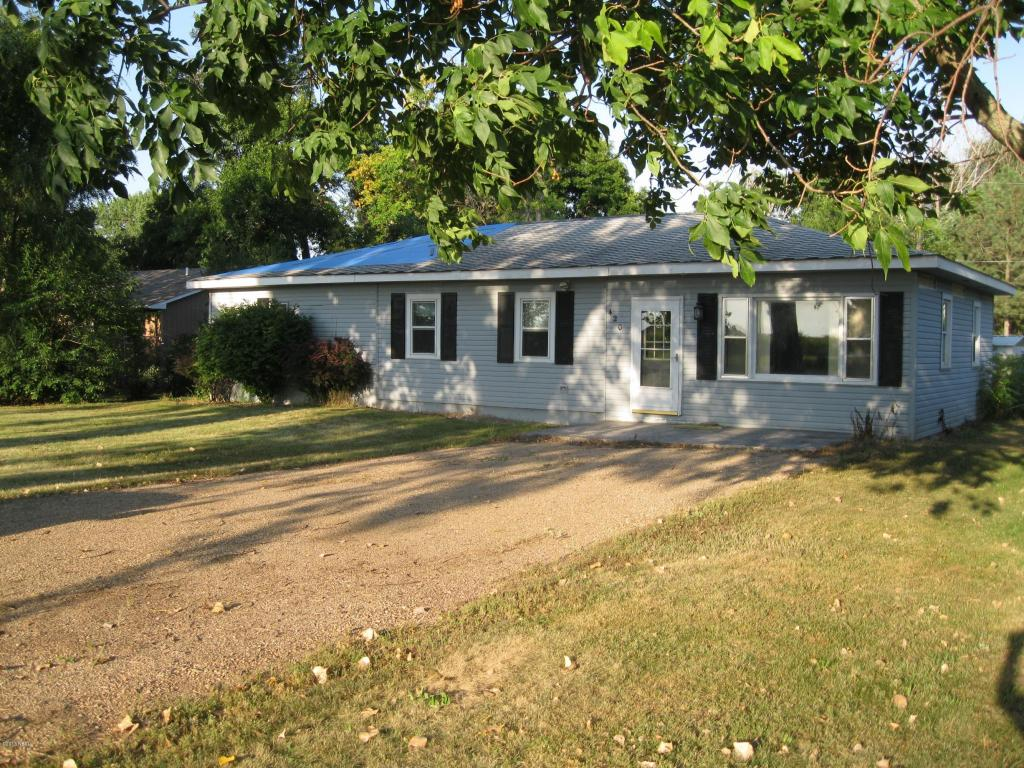 420 N 7th Ave, Canistota, SD 57012