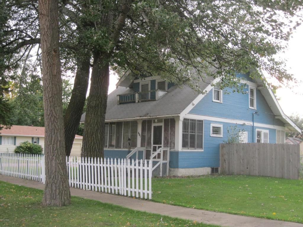 601 N 4th Ave, Canistota, SD 57012