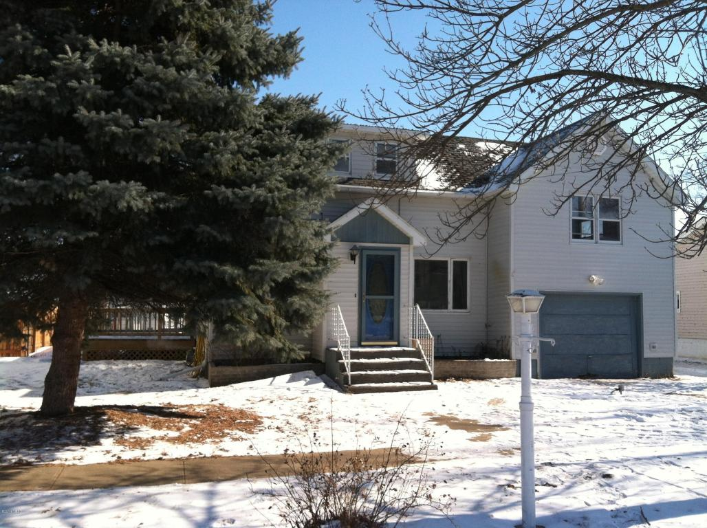 740 N 4th Ave, Canistota, SD 57012
