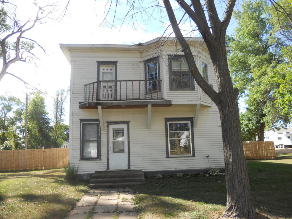 212 Woodward Ave, Summit, SD 57266