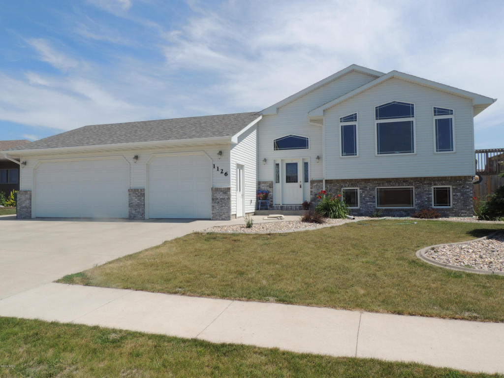 1126 Cherry Dr, Watertown, SD 57201