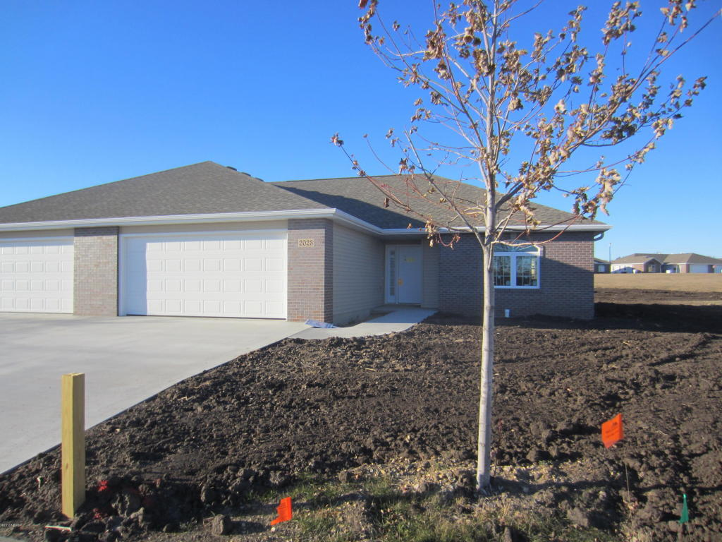 2023 Park View Trl NE, Watertown, SD 57201