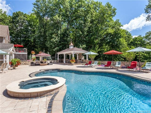 2 Fawn Crest Dr, New Fairfield, CT 06812