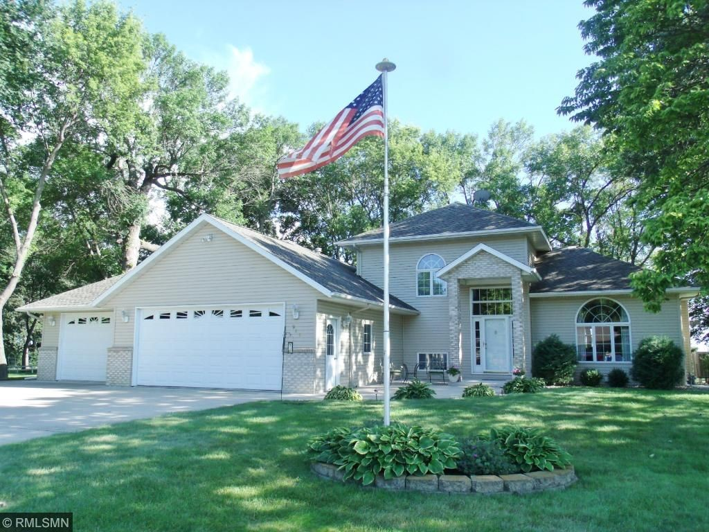 945 Woodland Dr, Gaylord, MN 55334