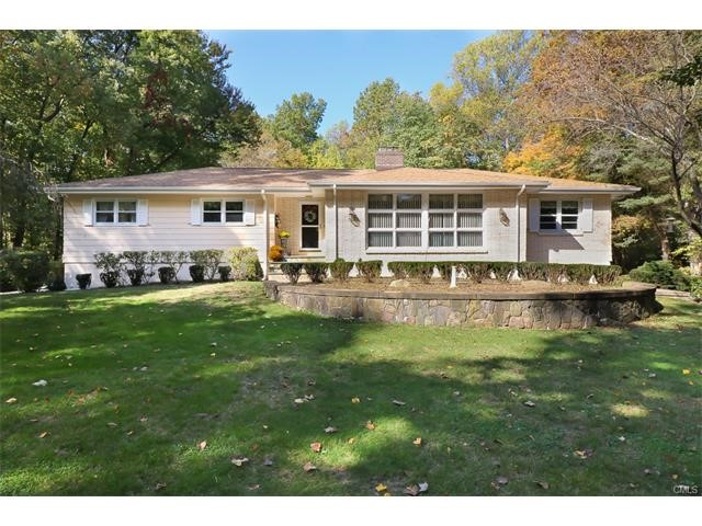 20 Carriage Dr, Woodbridge, CT 06525
