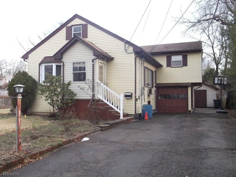 9 Beech St, Pequannock, NJ 07440