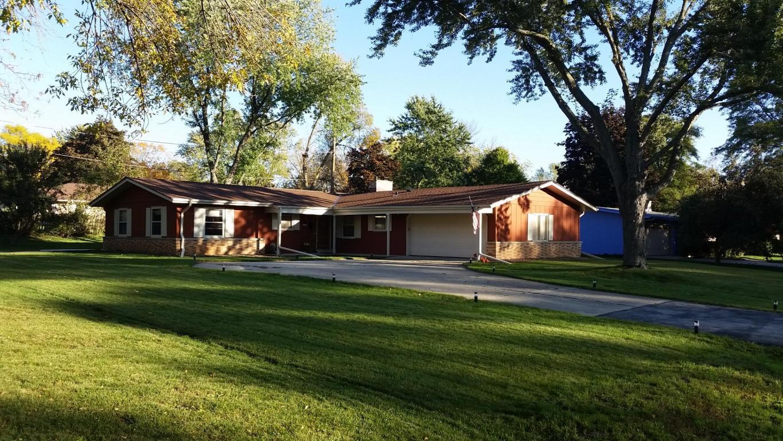 422 Park Crest Dr, Thiensville, WI 53092