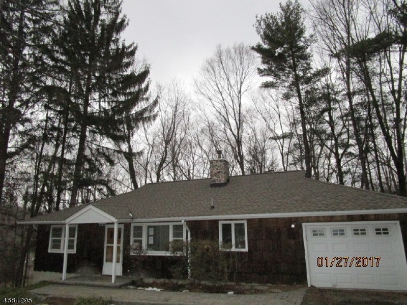 46 Gould Rd, Newfoundland, NJ 07435