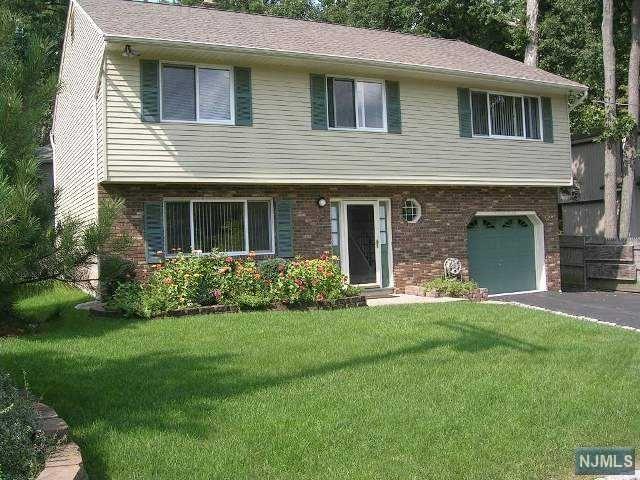 4 Birch Rd, Ringwood, NJ 07456