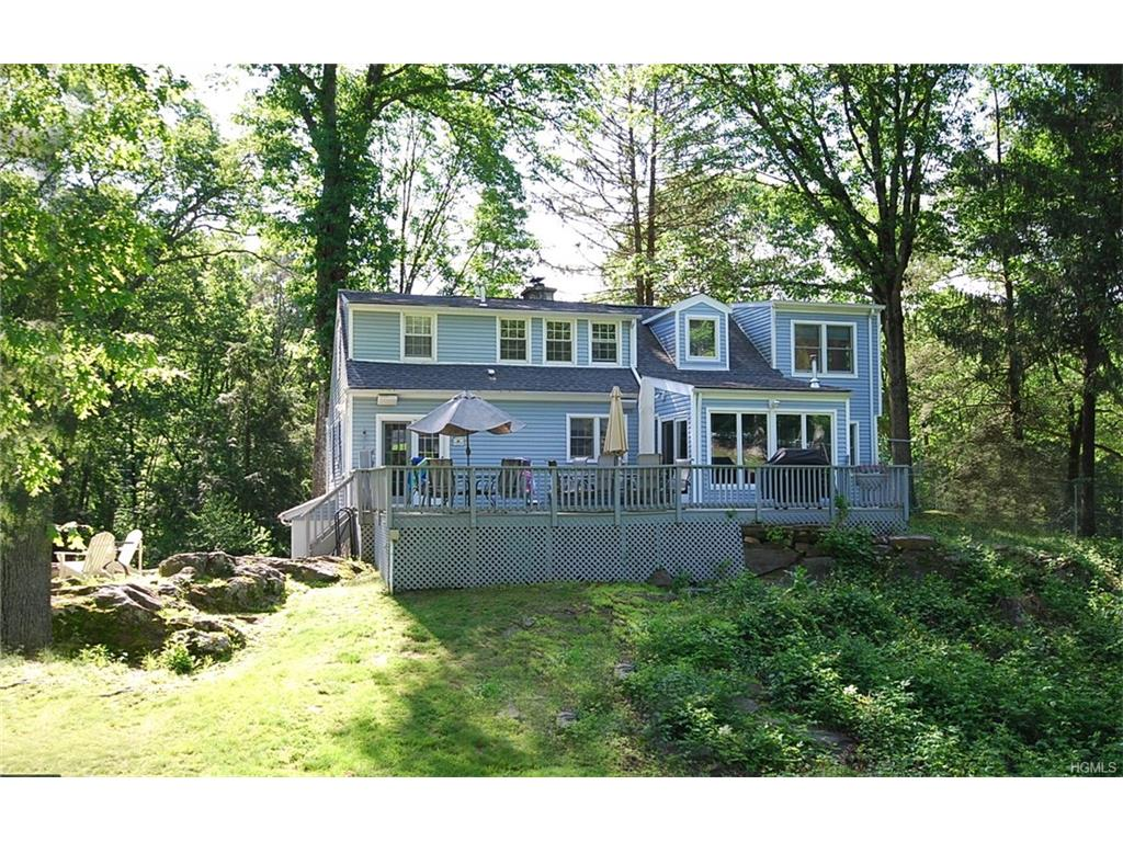 1423 Hayes Dr, Yorktown Heights, NY 10598