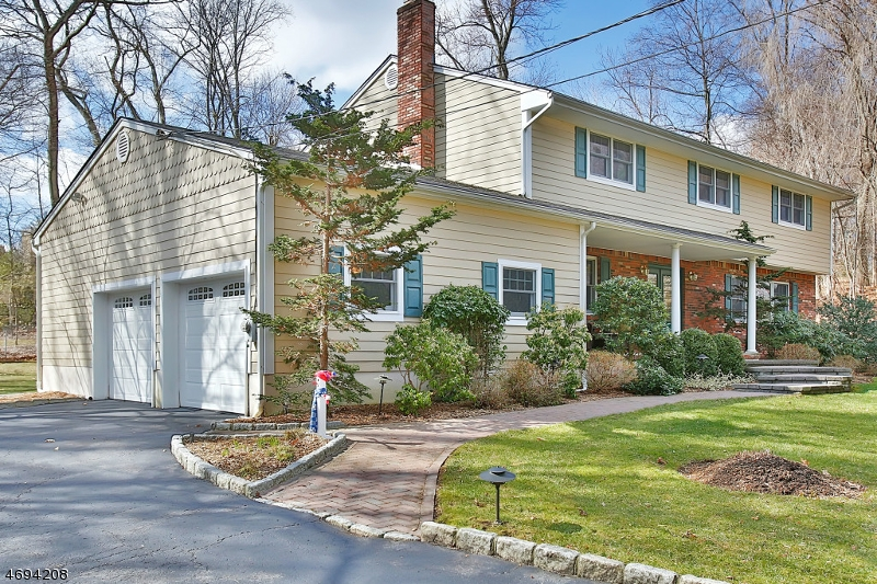 20 Stephan Ct, Woodcliff Lake, NJ 07677