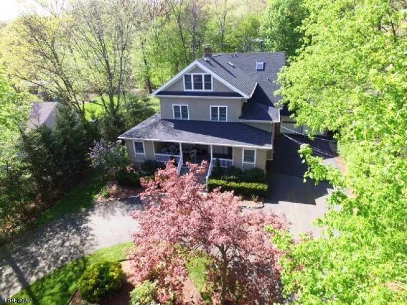 33 Oak Ln, Mountain Lakes, NJ 07046