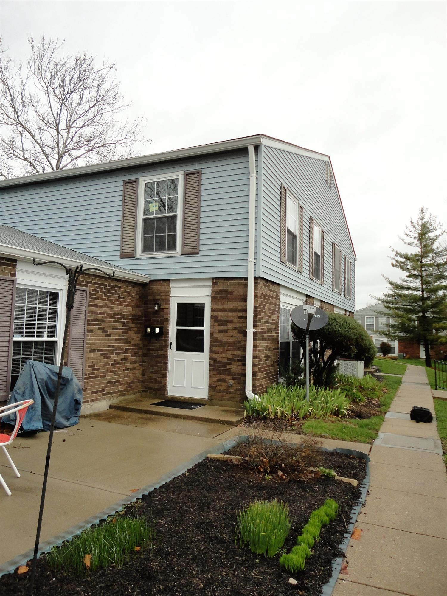 27 Moonbeam Ct, Fairfield, OH 45014