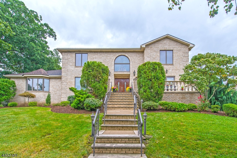 70 Forest Hills Way, Cedar Grove, NJ 07009