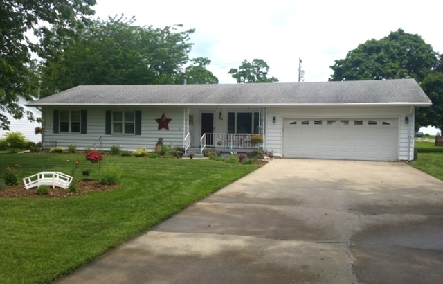 702 E Sycamore St, Watseka, IL 60970