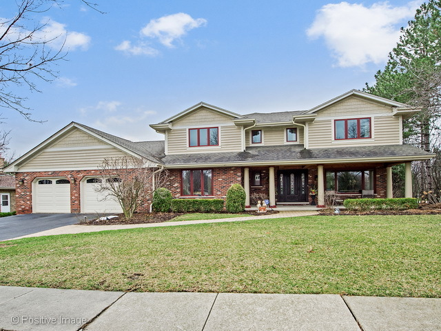 447 Creekside Ct, Willowbrook, IL 60527