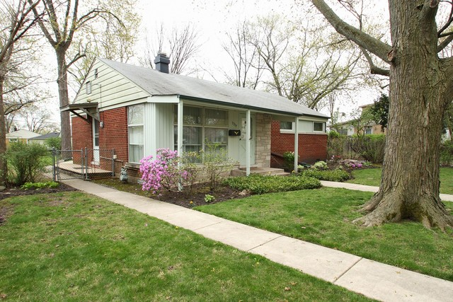 9237 National Ave, Morton Grove, IL 60053