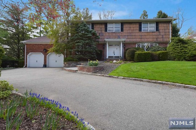 71 Mountainview Ter, Hillsdale, NJ 07642