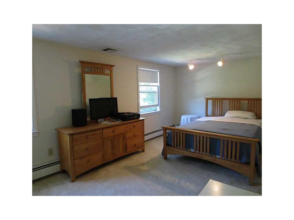 29 Old Chimney Rd Barrington, RI