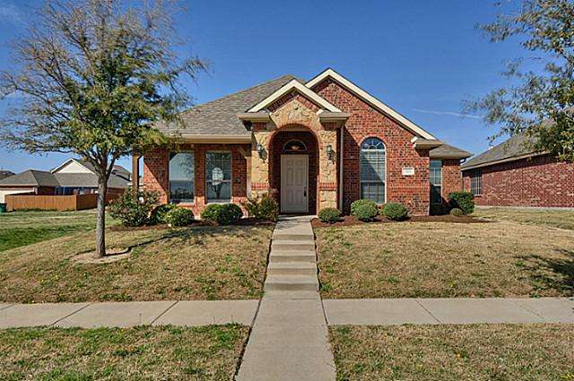 215 Cool Meadows Ln, Red Oak, TX 75154