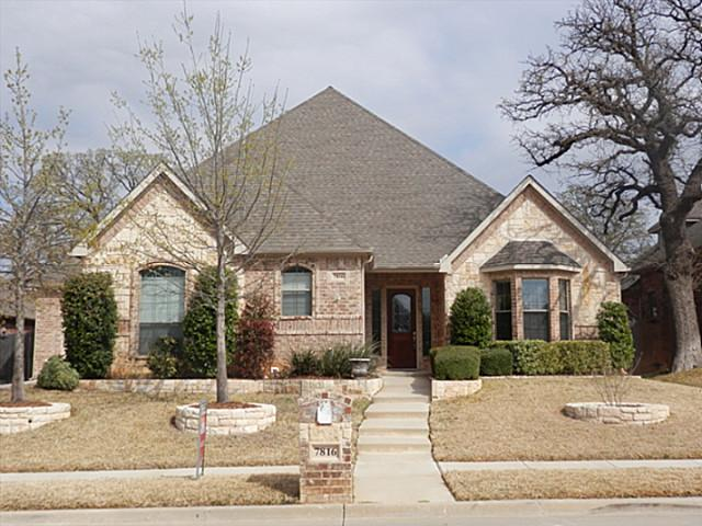 7816 Forest Hills Ct, North Richland Hills, TX 76182