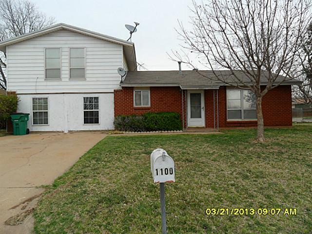 1100 W Louisa Ave, Iowa Park, TX 76367