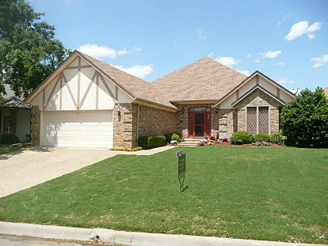 4 Oak Village Ct, Trophy Club, TX 76262
