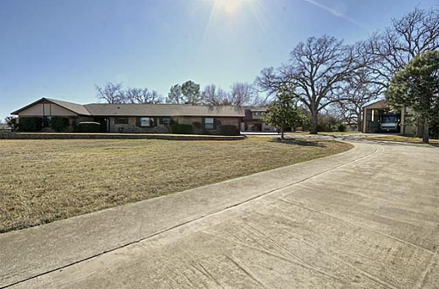 3 Countryside Dr, Bridgeport, TX 76426