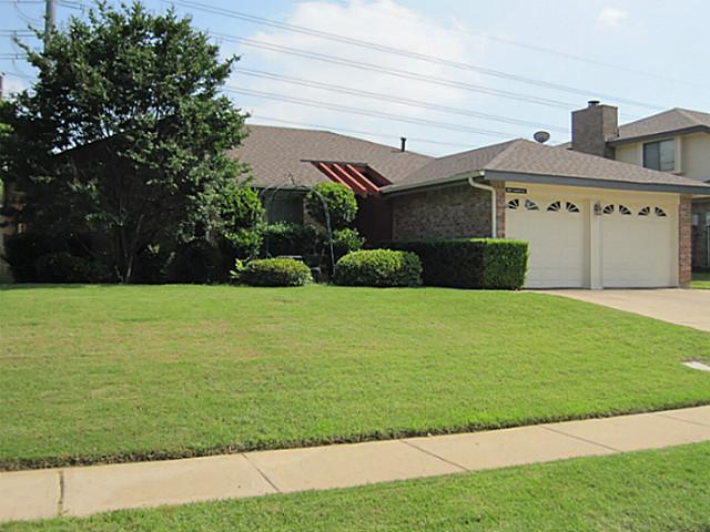 202 Laurel Ln, Euless, TX 76039