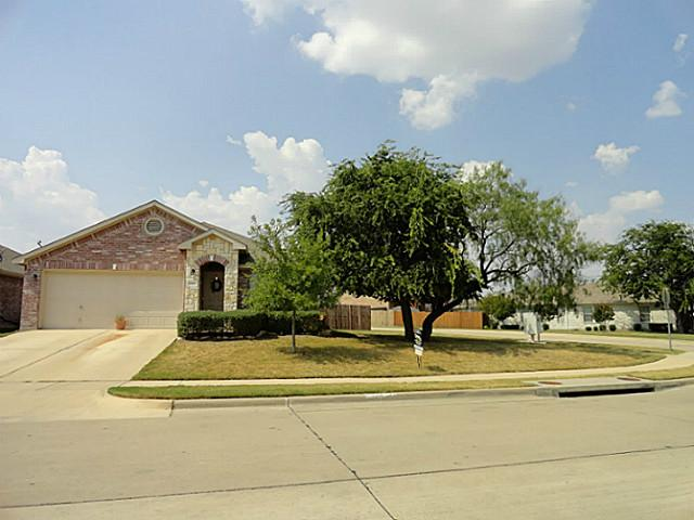5153 Mirror Lake Dr, Haltom City, TX 76117