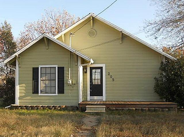 205 E 4th St, Blooming Grove, TX 76626