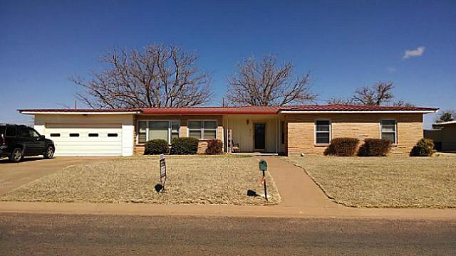 Photo of 807 E Johnston Street  Rotan  TX