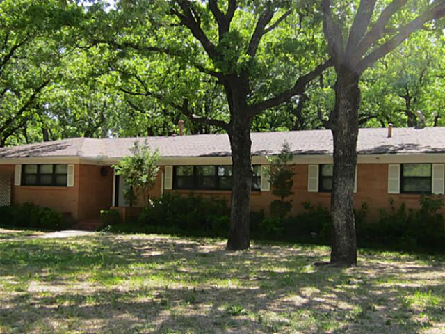 22 Robinhood Dr, Bridgeport, TX 76426