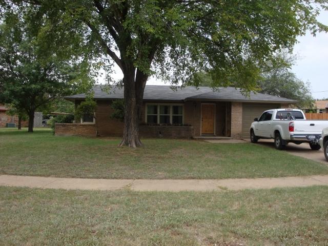 1328 Hillcrest Dr, Graham, TX 76450