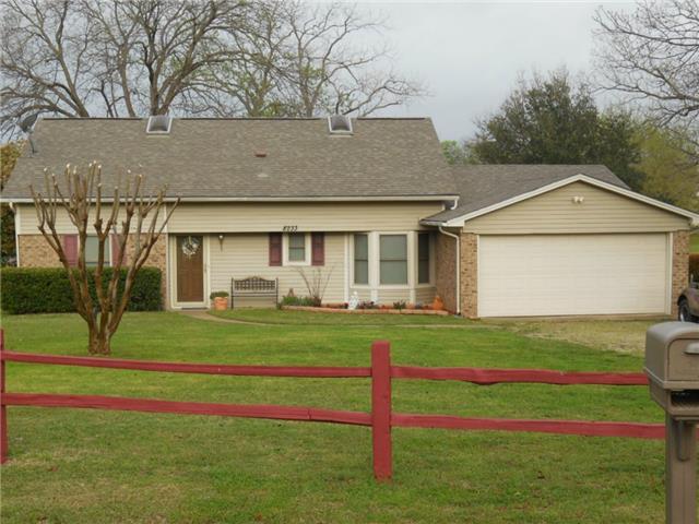 8233 Lakeview Dr, Lone Oak, TX 75453