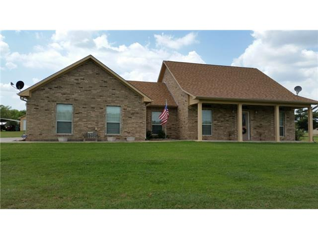 677 County Road 4444, Trenton, TX 75490