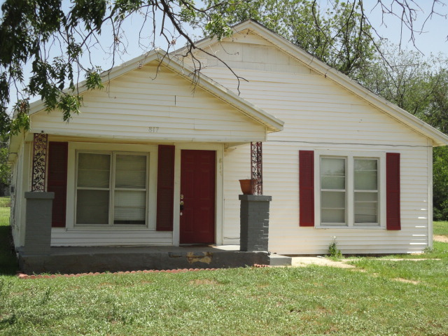 817 Texas St, Graham, TX 76450