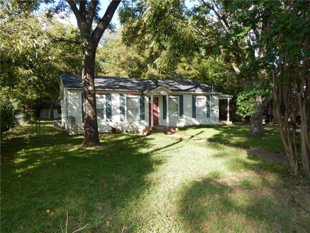 2513 W Walker St, Denison, TX 75020