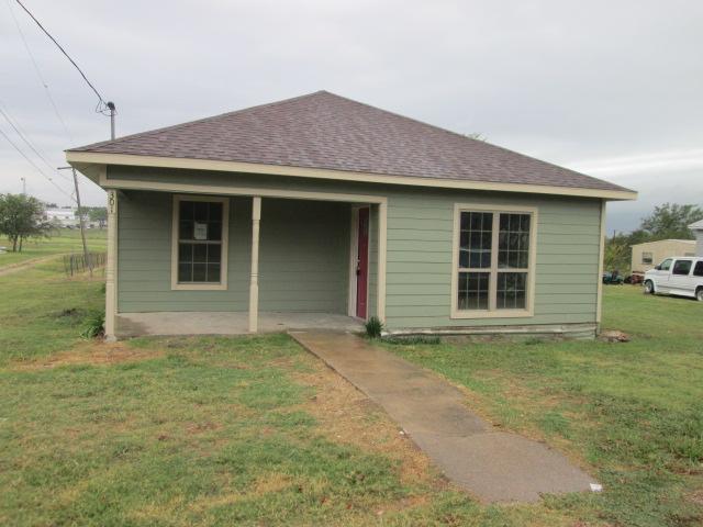 301 Allen St, Frost, TX 76641
