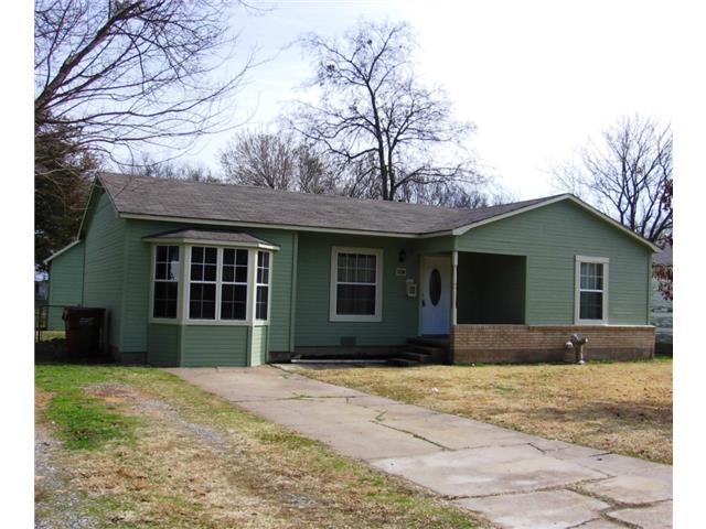 1226 Pecan St, Bonham, TX 75418