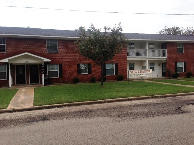 1220 Texas St, Sulphur Springs, TX 75482