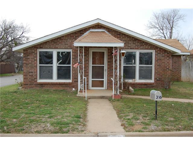 316 Ragland St, Graham, TX 76450