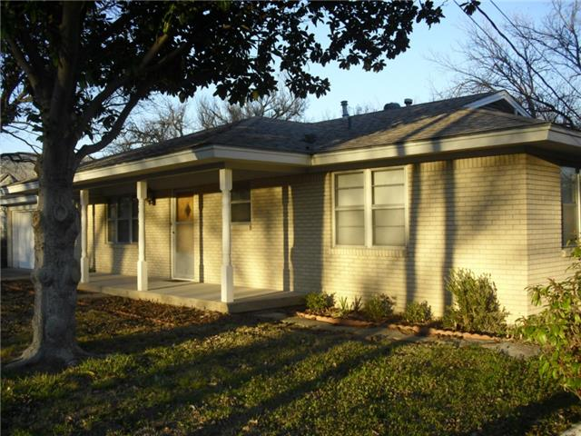 311 S Weatherford St, Chico, TX 76431