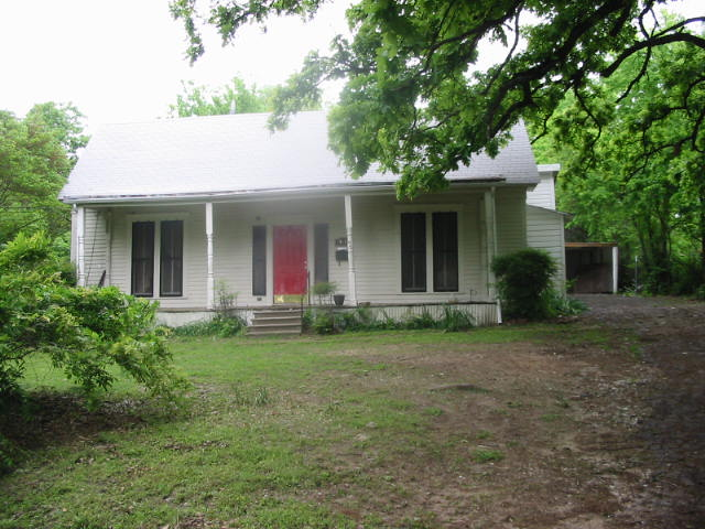 411 E 5th St, Bonham, TX 75418