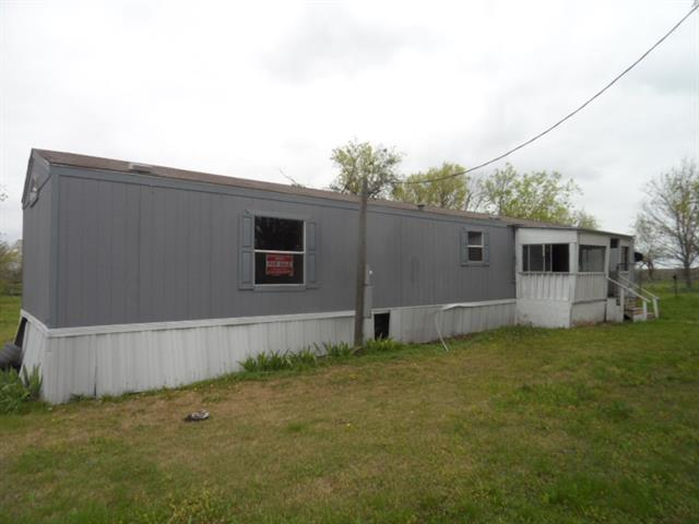 633 W Pace St, Frost, TX 76641
