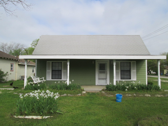 116 E North Main St, Blooming Grove, TX 76626