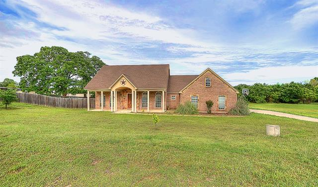 Rental Homes for Rent, ListingId:32931082, location: 205 W Ranch Court Weatherford 76088