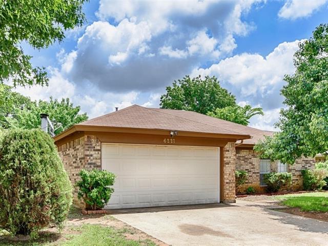 Rental Homes for Rent, ListingId:32915115, location: 6227 Cool Springs Drive Arlington 76001