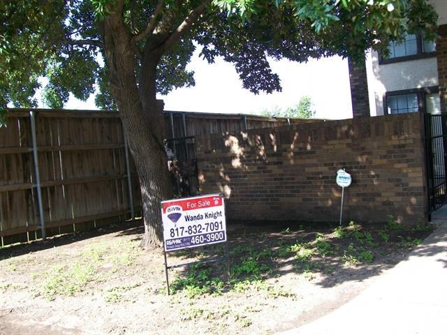 Single Family Home for Sale, ListingId:33966703, location: 1140 White Lake Court Ft Worth 76103